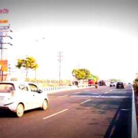 Expressway Unipoles Advertising in Delhi – MeraHoardings
