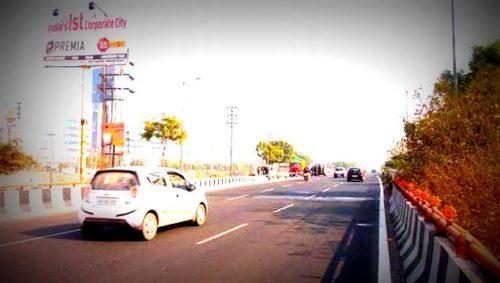 Expressway Unipoles Advertising in Delhi – MeraHoardings
